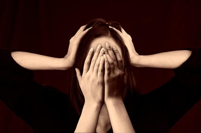 kobietę boli głowa