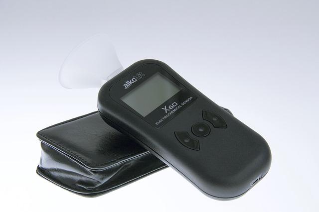 urządzenie do pomiaru stężenia alkoholu w wydychanym powietrzu