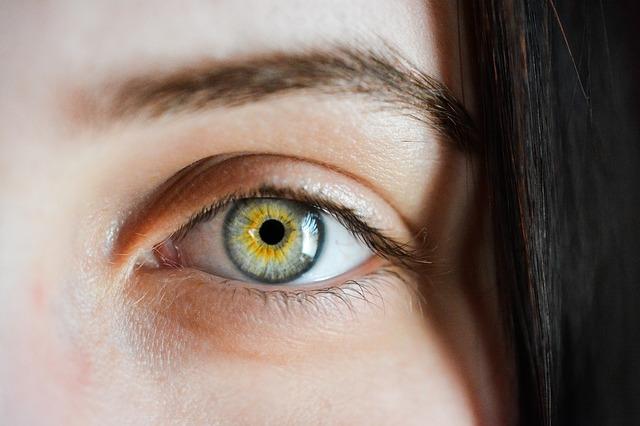 Widok na oko kobiety