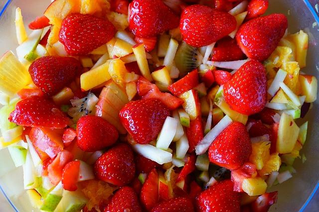 sałatka z nektarynkami