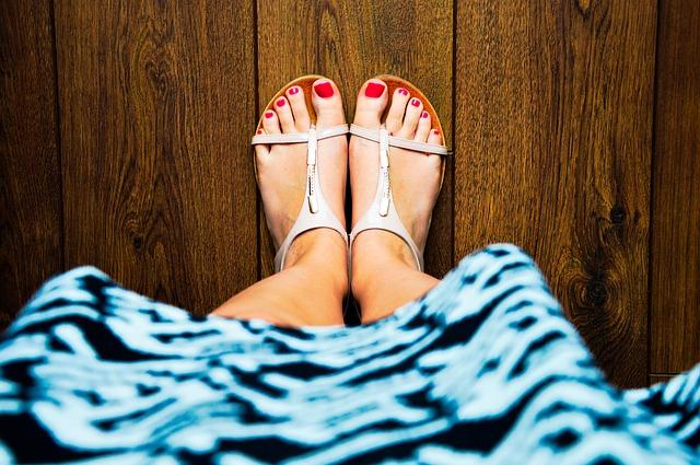 puchnięcie-nóg-przyczyny-opuchnięte-kostki