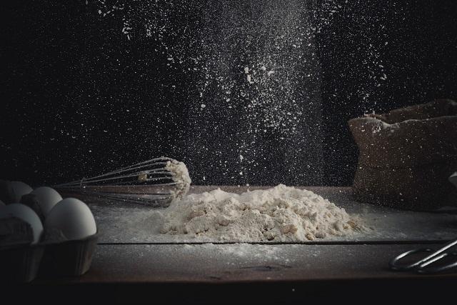 Mąka na stole